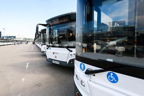 Более 300 автобусов Мострансавто будут задействованы в перевозках посетителей авиационно-космического салона МАКС-2021.